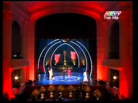 [MaiVang2011]NSUT Hữu Châu & NSUT Thoại Mỹ trao giải Nam- Nữ diễn viên sk