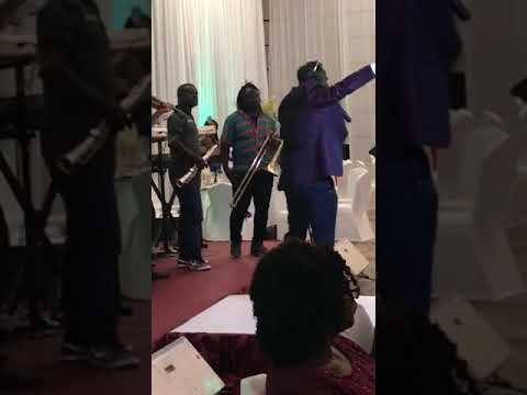 Amakye Dede performs 'Sese Odo' at the Ghana National College Fundraising Dinner and Awards