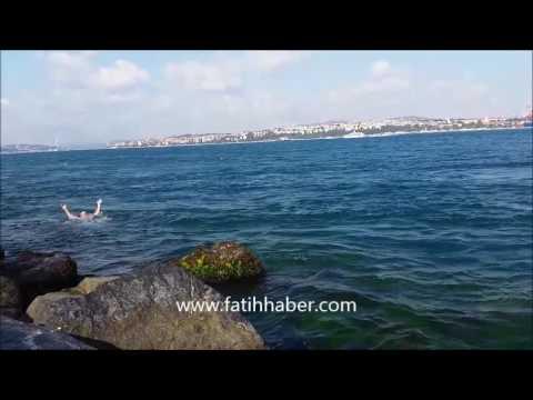 Fatih Sarayburnu Cankurtaran arasındaki sahilde denize gitmek temiz su bol akıntı macera on numara