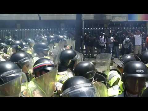 Marcha hacia la AN 04 de abril #Caracas