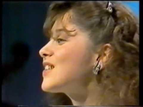Les débuts de Lara Fabian (1986) Il y avait (extrait)