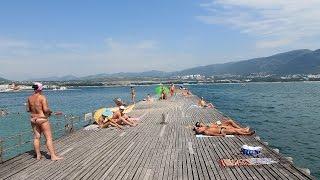 Пляжный отдых в Геленджике летом 2014(Пляжный отдых на курорте Геленджик. Сезон 2014 года. Пляжные забавы, солнце и море., 2014-07-26T20:24:43.000Z)