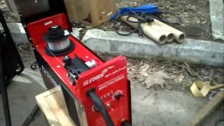 Инвертор Stark IMT 200 режет арматуру от генератора(Инверторами Stark можно не только профессиаонально сваривать меаталл но и успешно резать его., 2012-03-25T19:07:08.000Z)