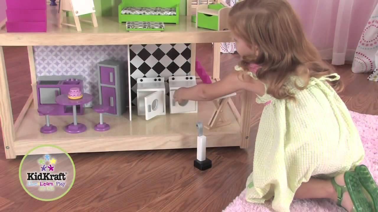Maison de poup es so chic en bois avec roulettes youtube - Grande maison de barbie ...
