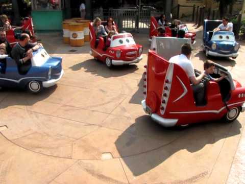 Niels en frank in de cars autootjes in disneyland parijs for Cars autootjes