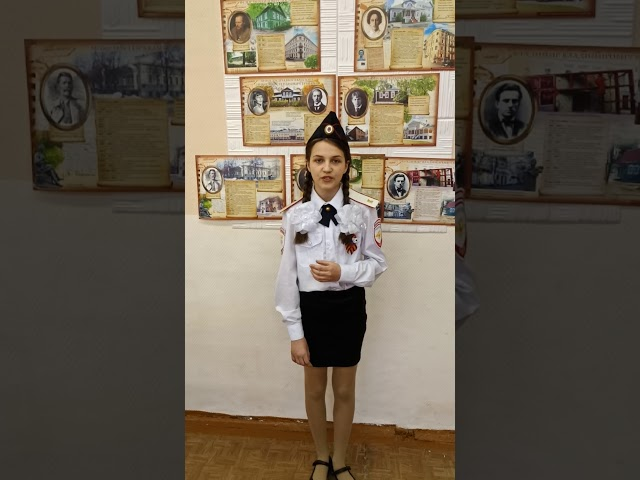 Изображение предпросмотра прочтения – АлинаМаслова читает произведение «Майор привез мальчишку на лафете» К.М.Симонова