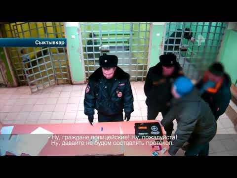 Хулиган напал на патрульных в отделе полиции в Сыктывкаре