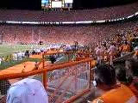 Crowd does the wave at Neyland Stadium