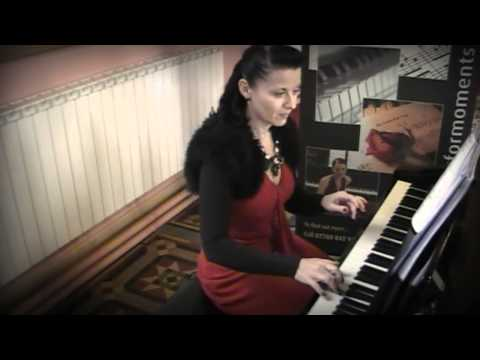 Siobhan Flanagan -- pianist and singer - Imagine (instrumental)