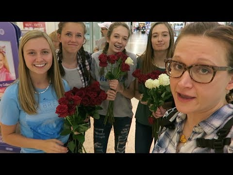 RANDOM ACT OF KINDNESS GIVING FLOWERS TO STRANGERS!🌹😃