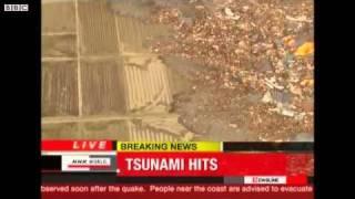 BBC News - 3月11日 津波被害の第二報 映像(津波来襲の実況) thumbnail
