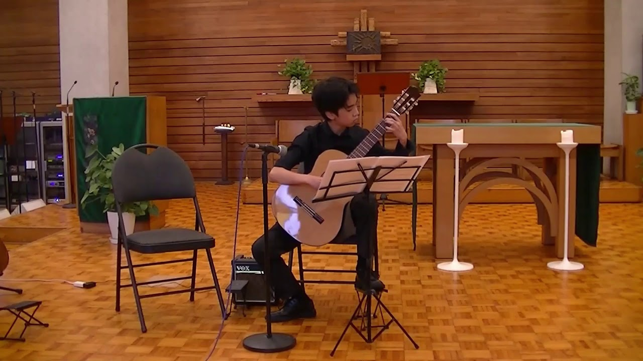 "Ritsu plays ""Bourree in E minor"" by Bach"