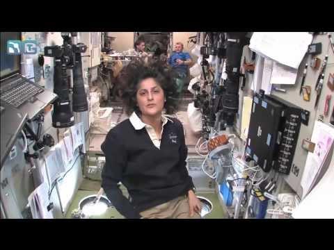 Смотреть ЭКСКУРСИЯ ПО МКС от астронавта NASA (русский перевод) онлайн