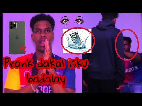 Prank dagaal isku badalay loo jabiyey Mobel iPhone