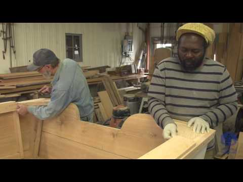 Building the TotalBoat work skiff - How to prep and apply varnish (Episode 34)