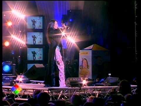 Le Concert Des Pièces Jaunes 2005 à Sens (extrait) Anggun - Etre Une Femme