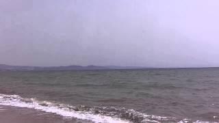 Пляж в Агиос Мамас, Халкидики(Пляж в Агиос Мамас, Халкидики. Середина мая, поэтому пляж ещё пустынный, да и ветер заглушает голос. Но если..., 2014-06-22T18:23:22.000Z)