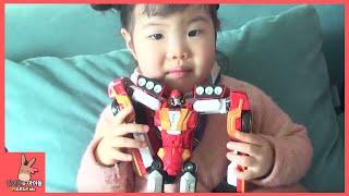 헬로 카봇 우가바 장난감 놀이 동영상을 미니가 유니를 찍어줬어요 ♡ 장난꾸러기 고릴라 우가바 변신 자동차 로봇 장난감 Robot toys | 말이야와아이들 MariAndKids