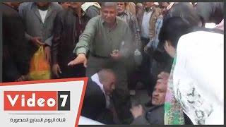 """بالفيديو.. العاملون بـ""""النيل لحليج الأقطان"""" يقطعون شارع حسين حجازى للمطالبة بعودتها للقطاع العام"""