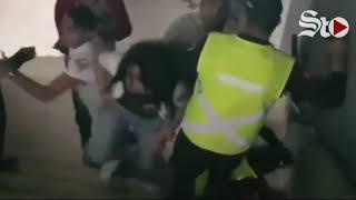 💥🥊 Riña entre aficionados y policías opaca inauguración de estadio de los Diablos Rojos 🏟⚾