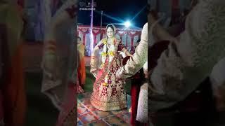 Beautiful bride dance in wedding