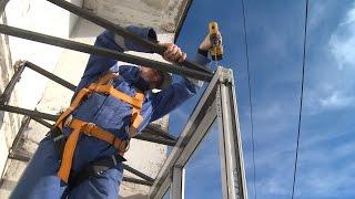 видео Остекление балконов с крышей