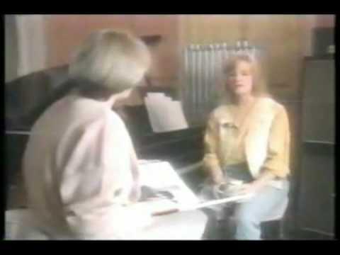 Linda McCartney talks about Lennon/McCartney's close friendship.