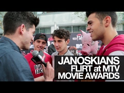 JANOSKIANS FLIRT WITH MILA KUNIS at the MTV MOVIE AWARDS 2014! UNCUT