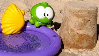 Строим аквапарк для игрушки АмНям. Песочница для малышей иигры спеском для самых маленьких