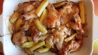 Куриные крылья с картошкой в духовке
