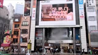 新宿駅東口前広場にて.