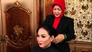 Video TRP - Membuat Sanggul dan Memasang Perhiasan Pengantin Jogya Berkerudung Tanpa Paes download MP3, 3GP, MP4, WEBM, AVI, FLV September 2018