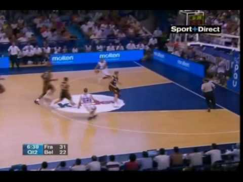 Nicolas Batum dunk contre attaque !