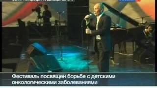 Путин играет на рояле и поет