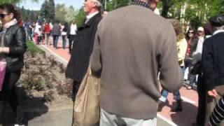 Zilele Brasovului 2011-Lume inainte de parada Junilor (1 Mai)