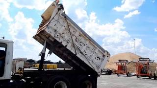 1999 International 4900 dump truck Demo