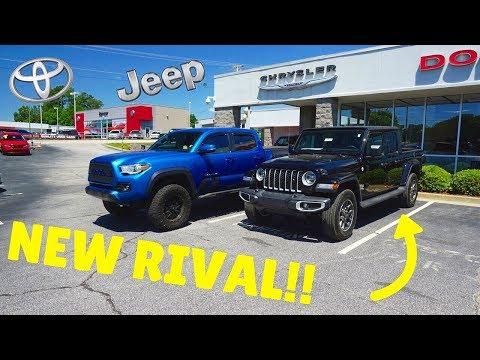 2020 Jeep Gladiator VS 3RD Gen Toyota Tacoma!!