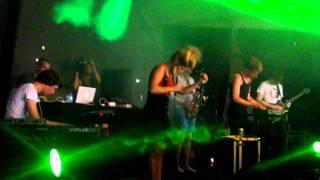 AKS (Addicted Kru Sound) - Give it Back + AKS & Selah Sue - See love @ Lowlands 2011