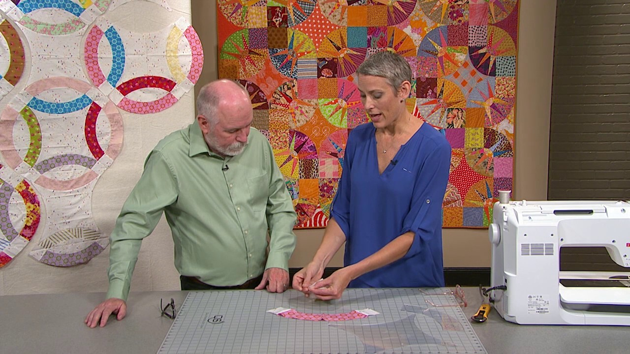 The Quilt Show Victoria Findlay Wolfe Gives Tips For Curved Piecing