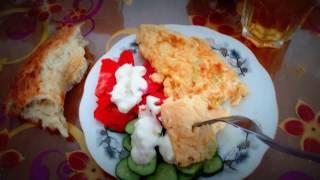 Омлет по тайски с сыром, овощами и зеленью