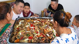 "200 yuan 2.5kg beef, the chef cooks ""beef beef"", fried chicken with pine mushrooms, delicious"