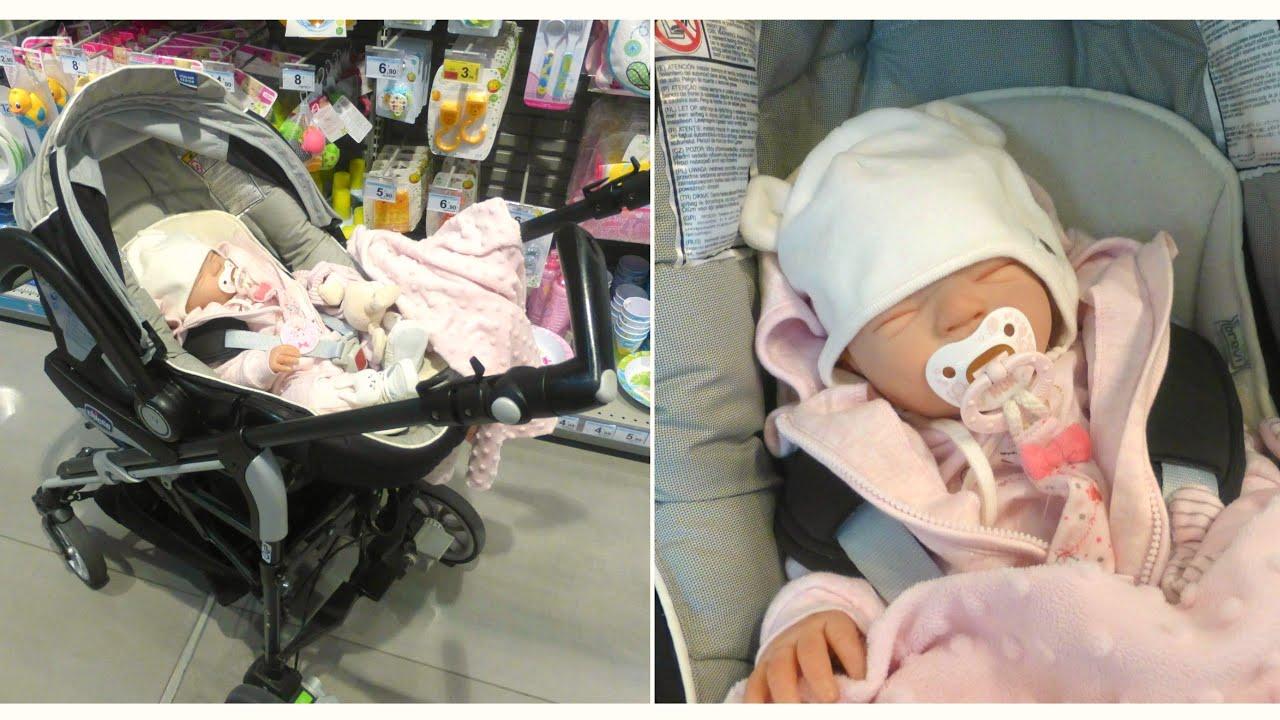 shopping con una bambola reborn