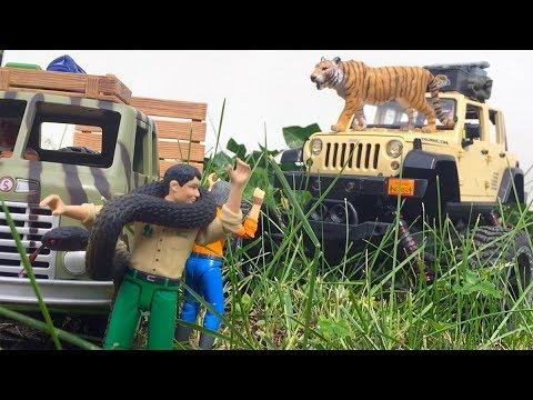 BRUDER Children TOYS Video JEEP SAFARI Tiger Hunt ✅ King Cobra Attack played by JACK(5)