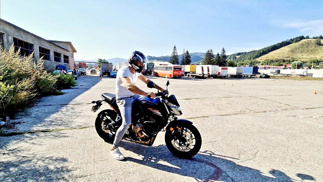 pe o motocicletă cu vedere slabă)