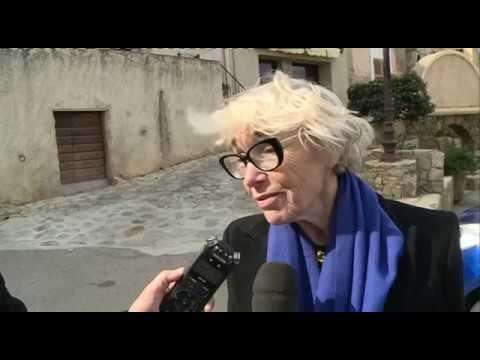 Interview de Sylvie Rocard après l'inhumation des cendres de son mari à Monticello
