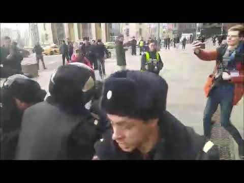 Видео: Массовые задержания на Лубянке на акции против репрессий