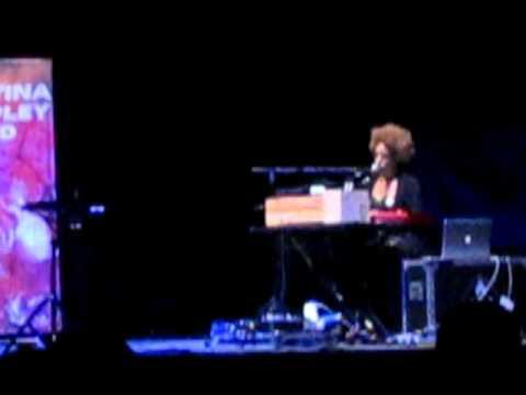Martina Topley-Bird Bogotá 02-Lying