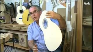 مهندس معماري يتخصص في صناعة الجيتار