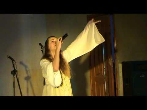 Слушать онлайн Мария Пащенко-Отслужил солдат - исполнение хорошее. только отец ее пел лучше...во всяком случае для меня.... в mp3