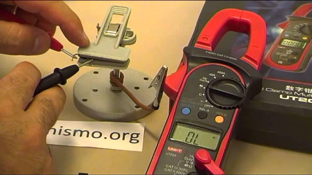 medir voltaje con pinza amperimetrica